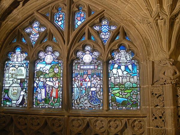 Fenster einer Seitenkapelle
