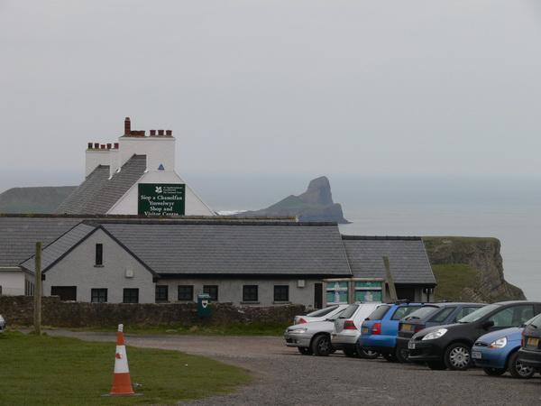 Parkplatz mit National Trust Shop, im Hintergrund Worm's Head