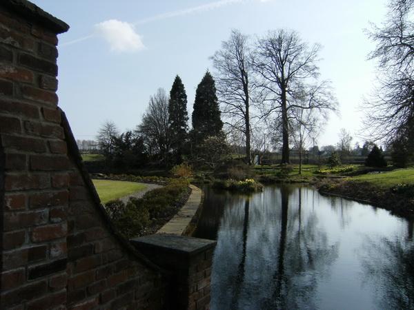 Der Walled Garden grenzt direkt an den See