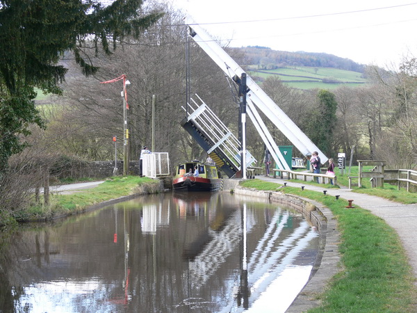 Do-it-yourself-Zugbrücke