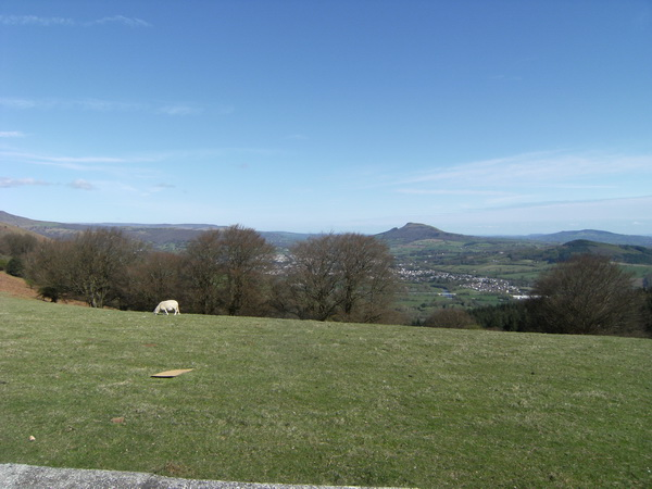 Blick auf Abergavenny und den Skirrid Mountain