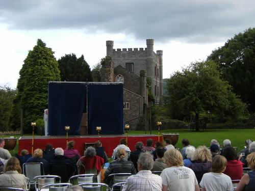 Die Bühne in der Burganlage