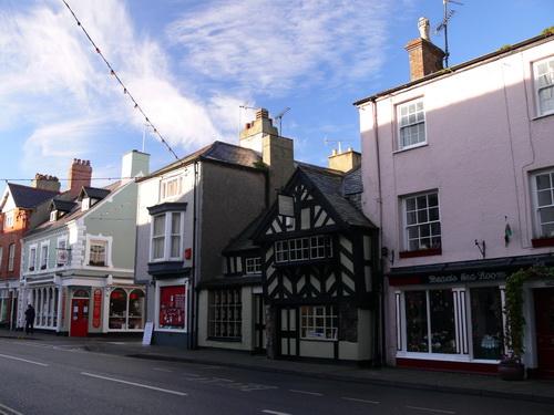 Im Ortskern, ein Pub aus dem 14. Jahrhundert