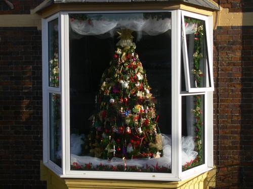 Schöner Weihnachtsbaum in einem B&B