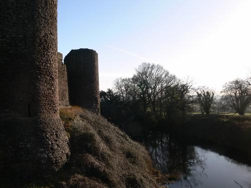Mauer und Burggraben