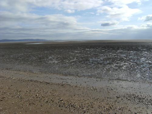 Am Strand, das Wasser ist weit weg!