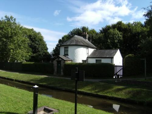Hübsches Haus am Kanal