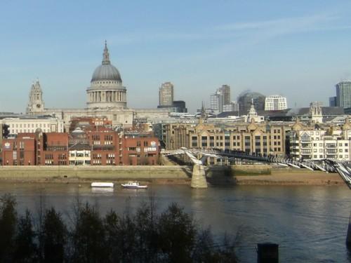 Blick auf St. Paul von der Terrasse der Tate Modern