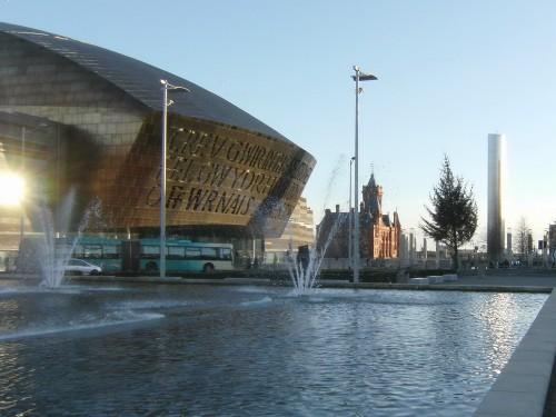 Millenium Center mit Pierhead Building im Hintergrund