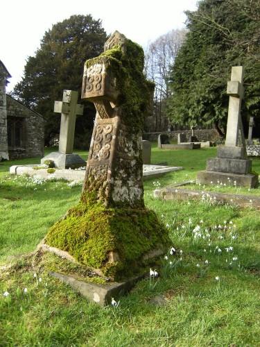 Auf dem Friedhof von Bettws Newydd