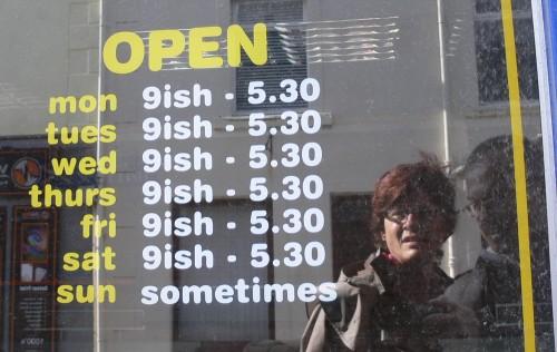 Tolle Öffnungszeiten (kein Wunder, dass der Laden nun leersteht!)