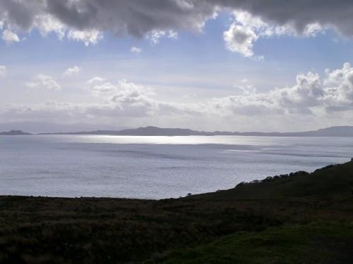 Insel Rona im Gegenlicht