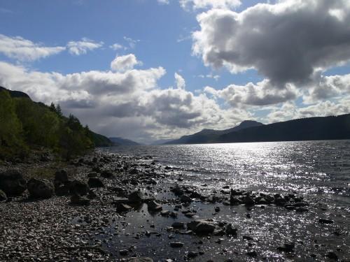 Loch Ness im Gegenlicht