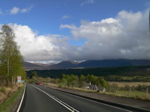 Kurz vor Spean Bridge, Ben Nevis in Wolken