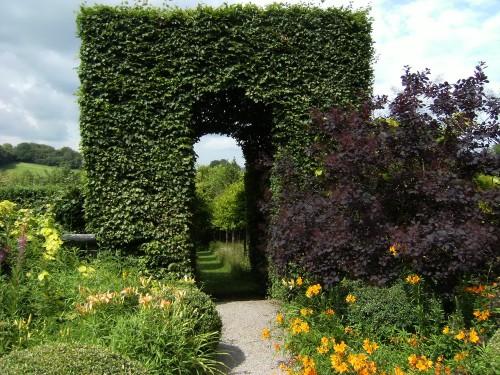 Der Bogen zwischen Meadow und Front Garden