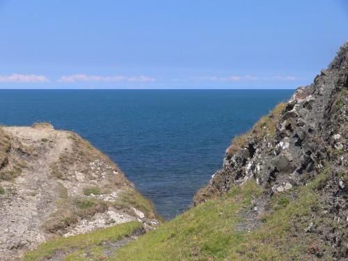 Blick vom Cwm Cilfforch aufs Meer