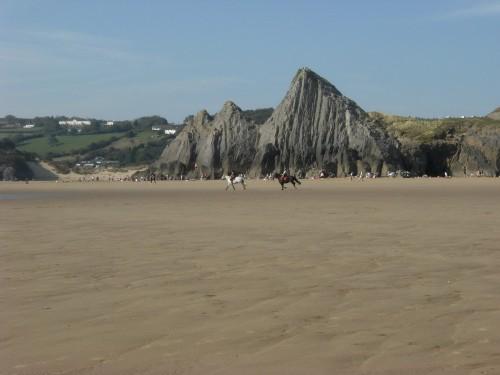 Die Three Cliffs vom Strand aus gesehen